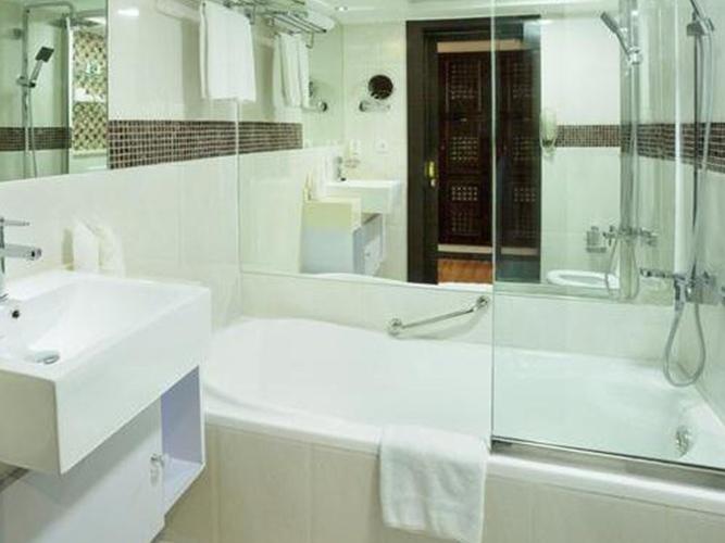 Baño Arabian Courtyard Hotel & Spa Bur Dubai